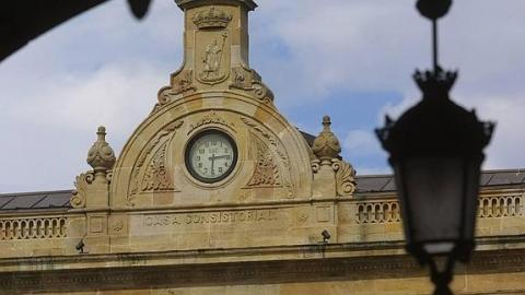 SICE maintains the 152-years clock striking the midnight sound for New Year's Eve in Gijón